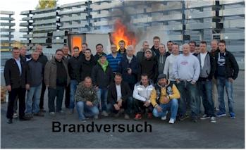 Unsere Teilnehmer Trockenbaumeisterkurs beim Brandversuch